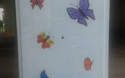 Poslikava stebrov pred šolskimi vrati
